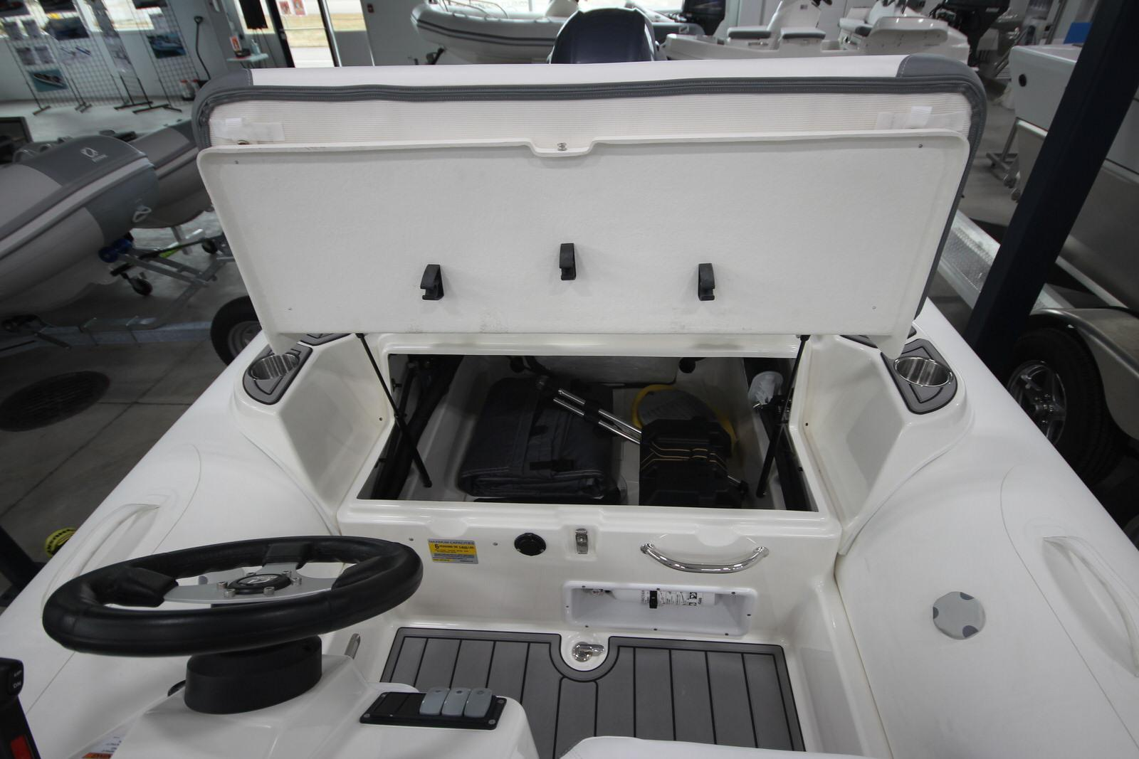 2022 Zodiac Yachtline 490 Deluxe NEO GL Edition 90hp On Order, Image 11