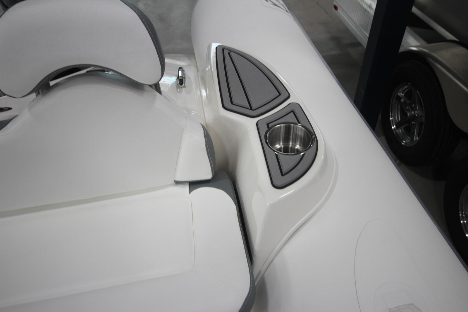 2022 Zodiac Yachtline 490 Deluxe NEO GL Edition 90hp On Order, Image 20
