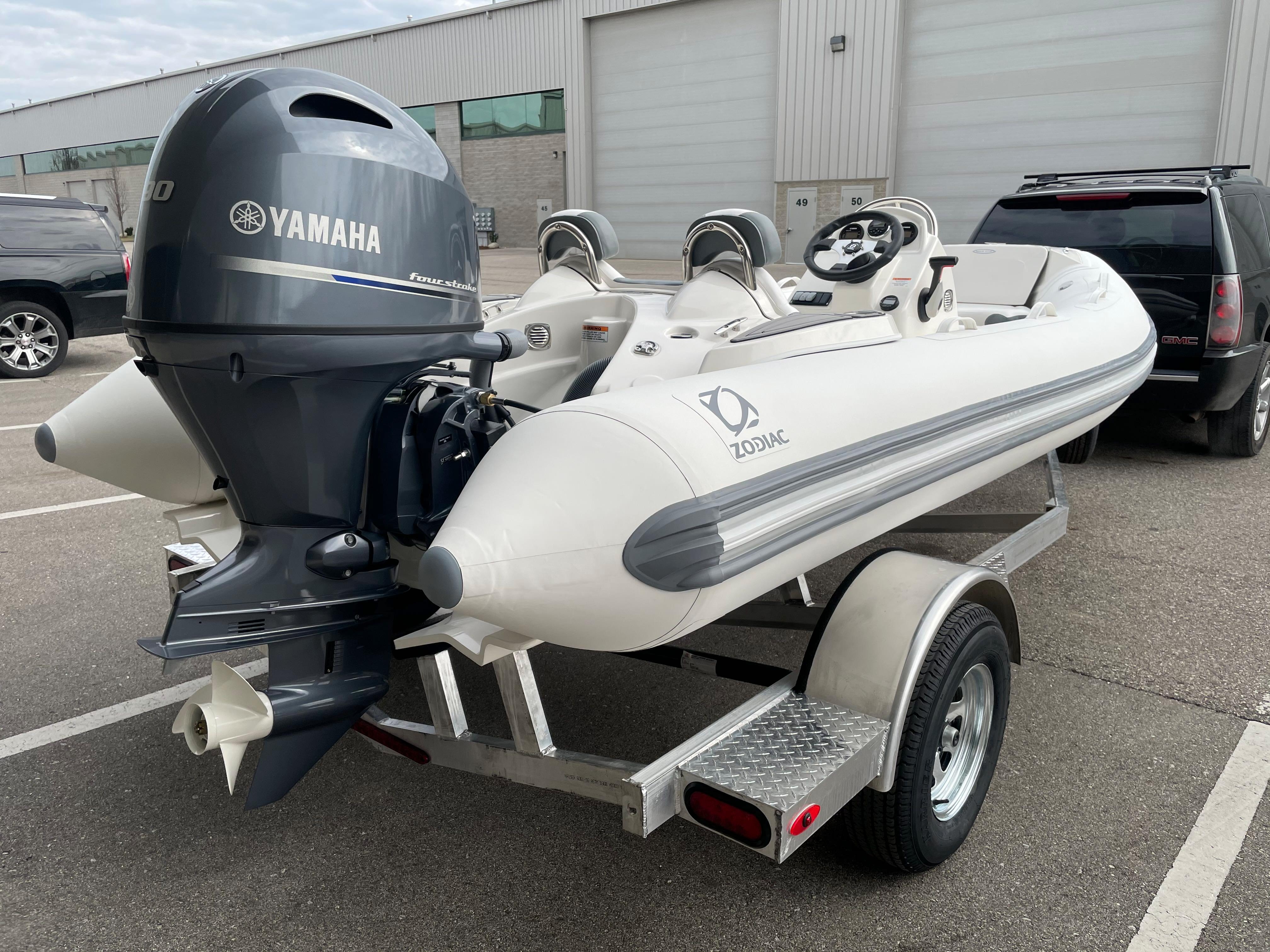 2022 Zodiac Yachtline 490 Deluxe NEO GL Edition 90hp On Order, Image 4