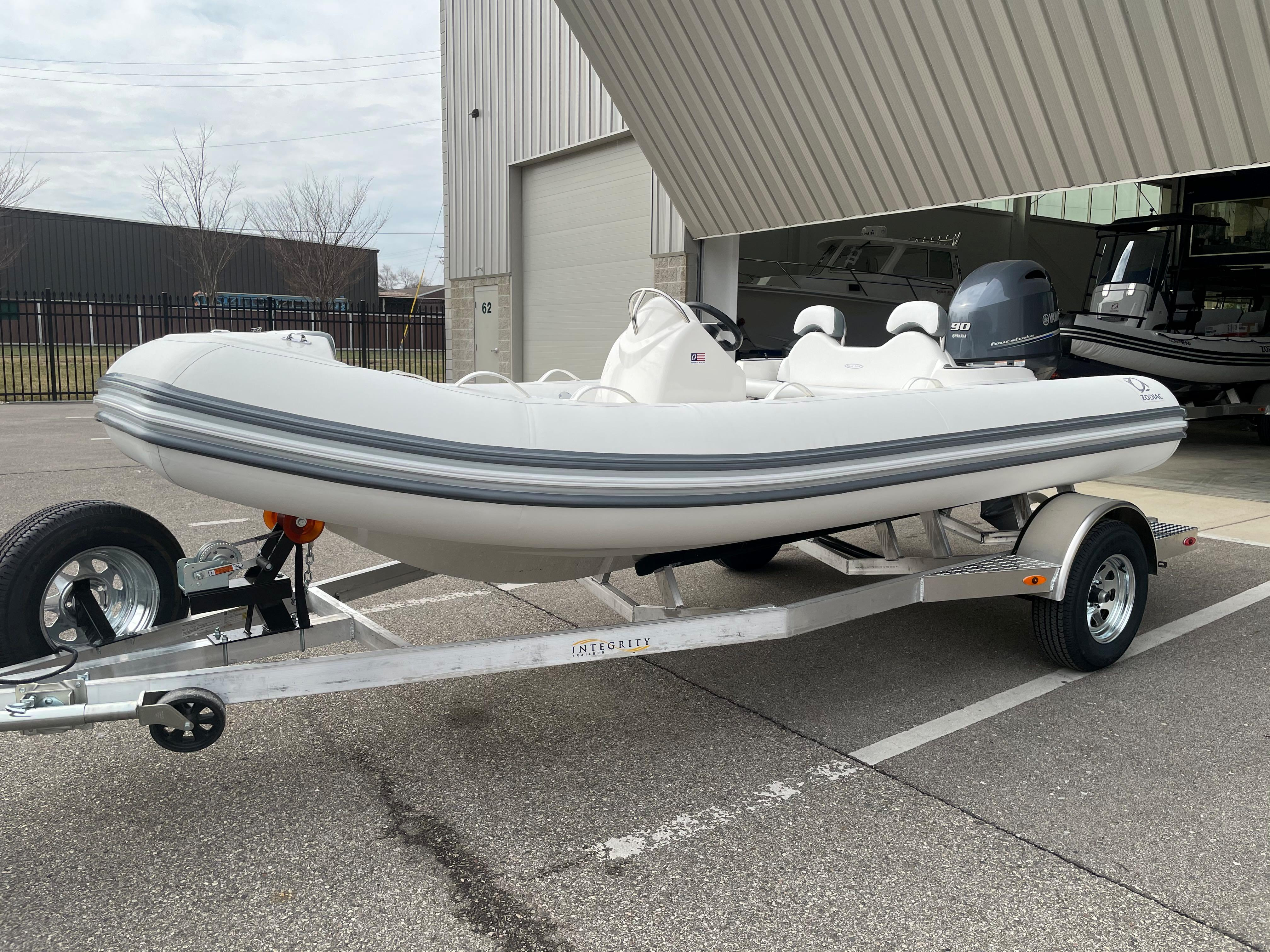 2022 Zodiac Yachtline 490 Deluxe NEO GL Edition 90hp On Order, Image 7
