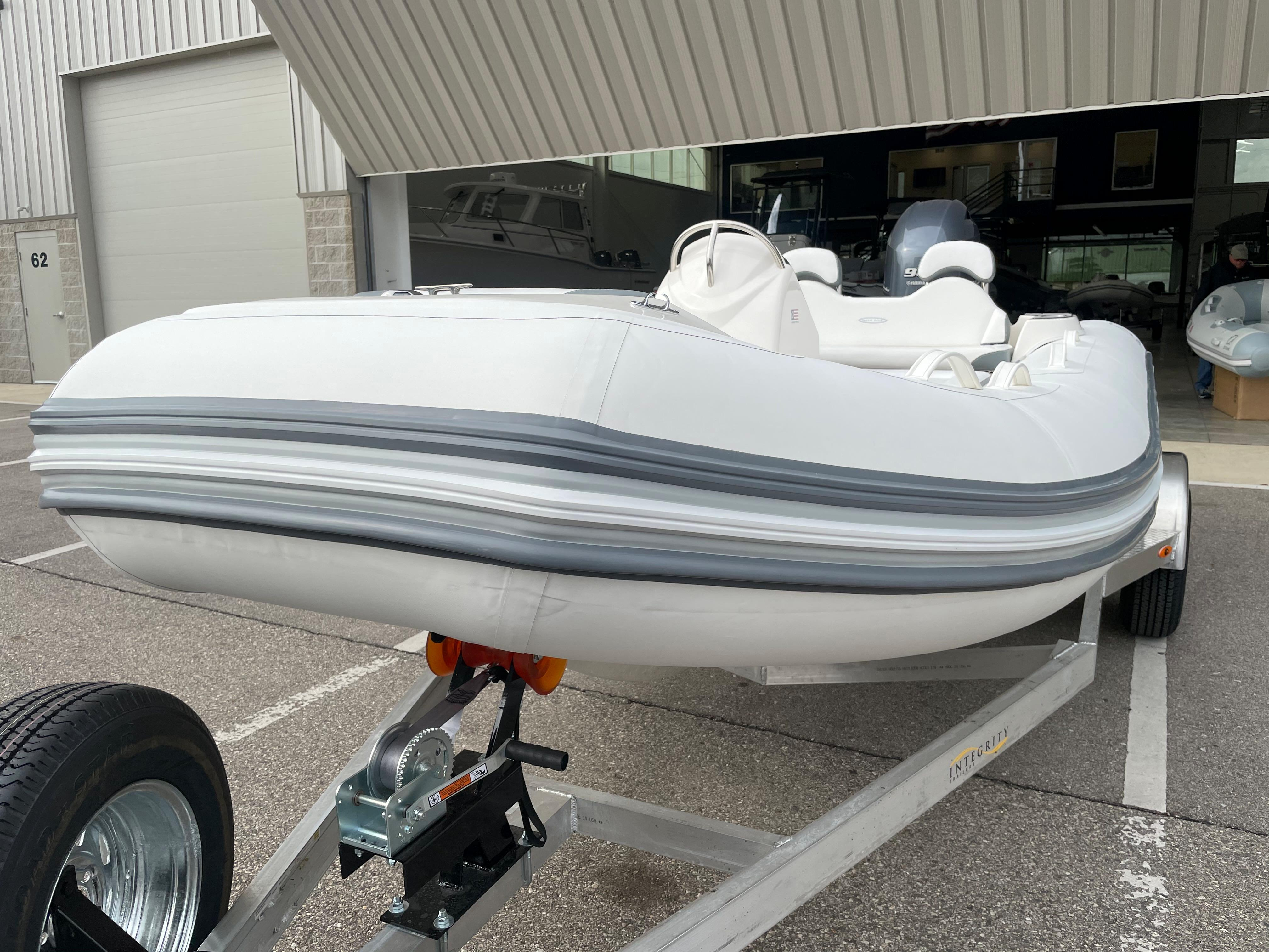 2022 Zodiac Yachtline 490 Deluxe NEO GL Edition 90hp On Order, Image 8