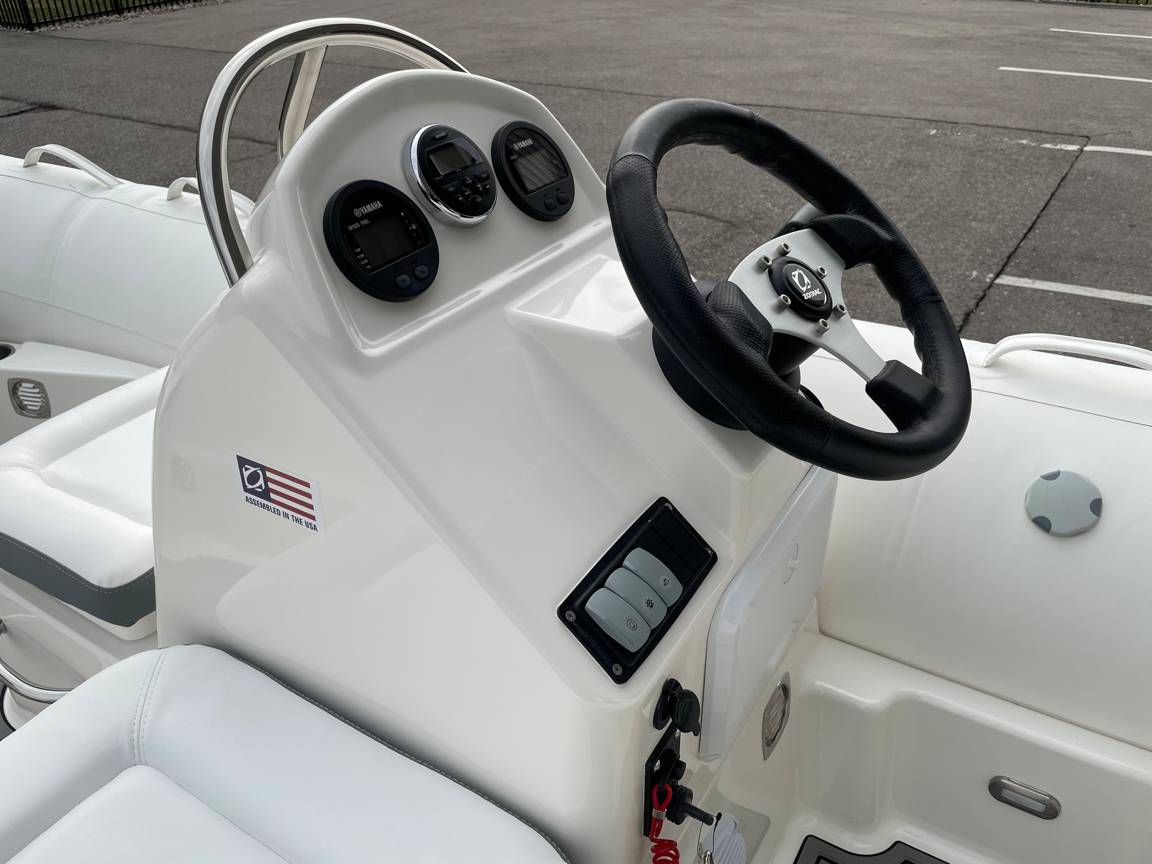 2022 Zodiac Yachtline 490 Deluxe NEO GL Edition 90hp On Order, Image 15