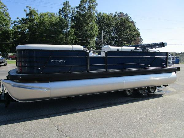 2021 Godfrey Pontoon boat for sale, model of the boat is SW 2286 SFL GTP 27 in. & Image # 4 of 35