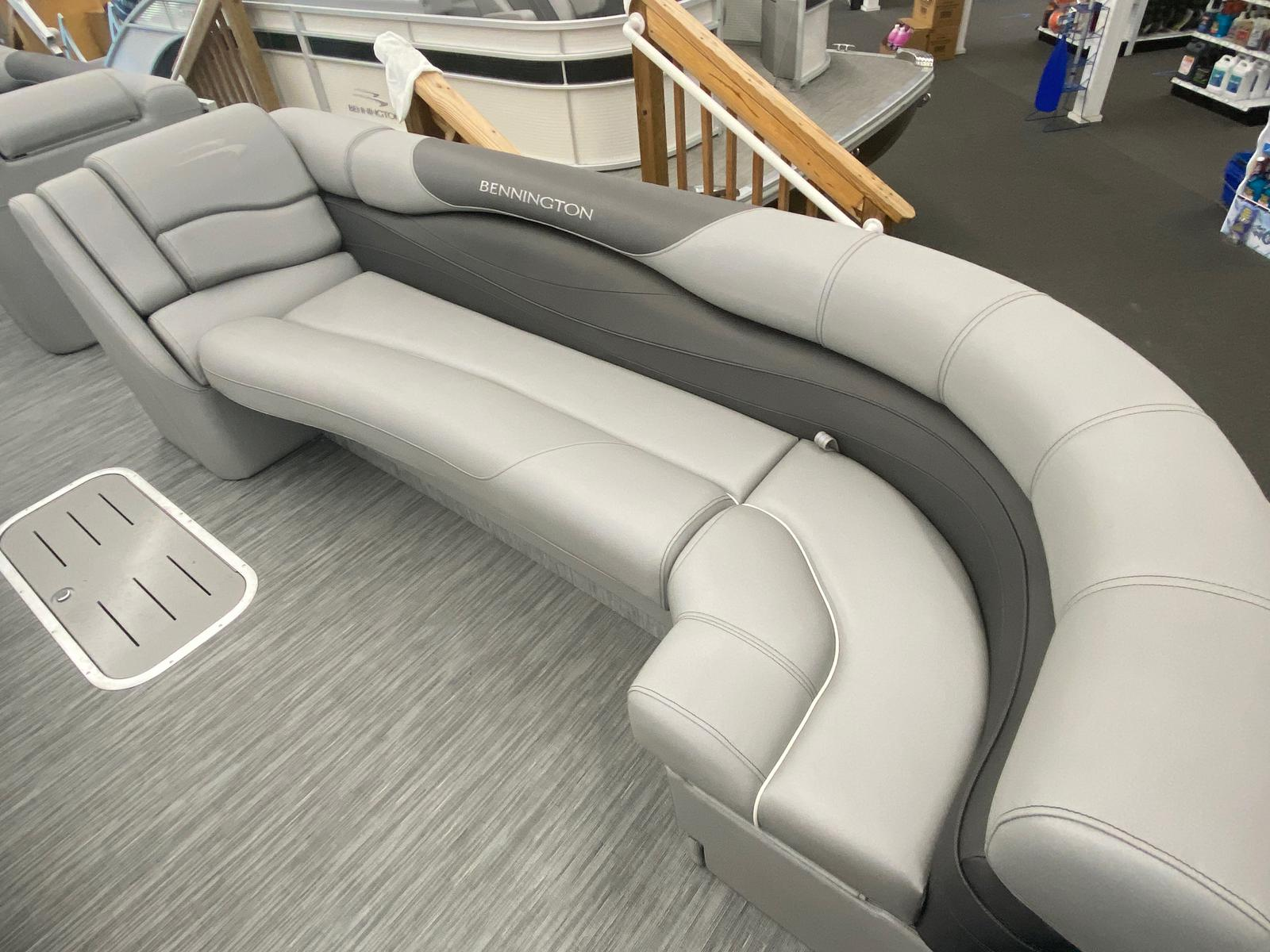 2021 Bennington boat for sale, model of the boat is 25 RL Tri-Toon ESP Performance Package & Image # 15 of 16