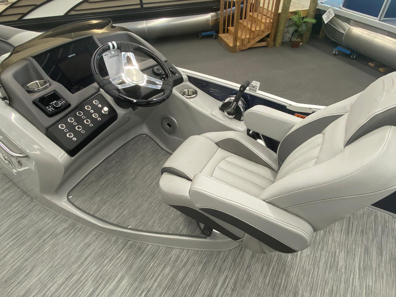 2021 Bennington boat for sale, model of the boat is 25 RL Tri-Toon ESP Performance Package & Image # 16 of 16