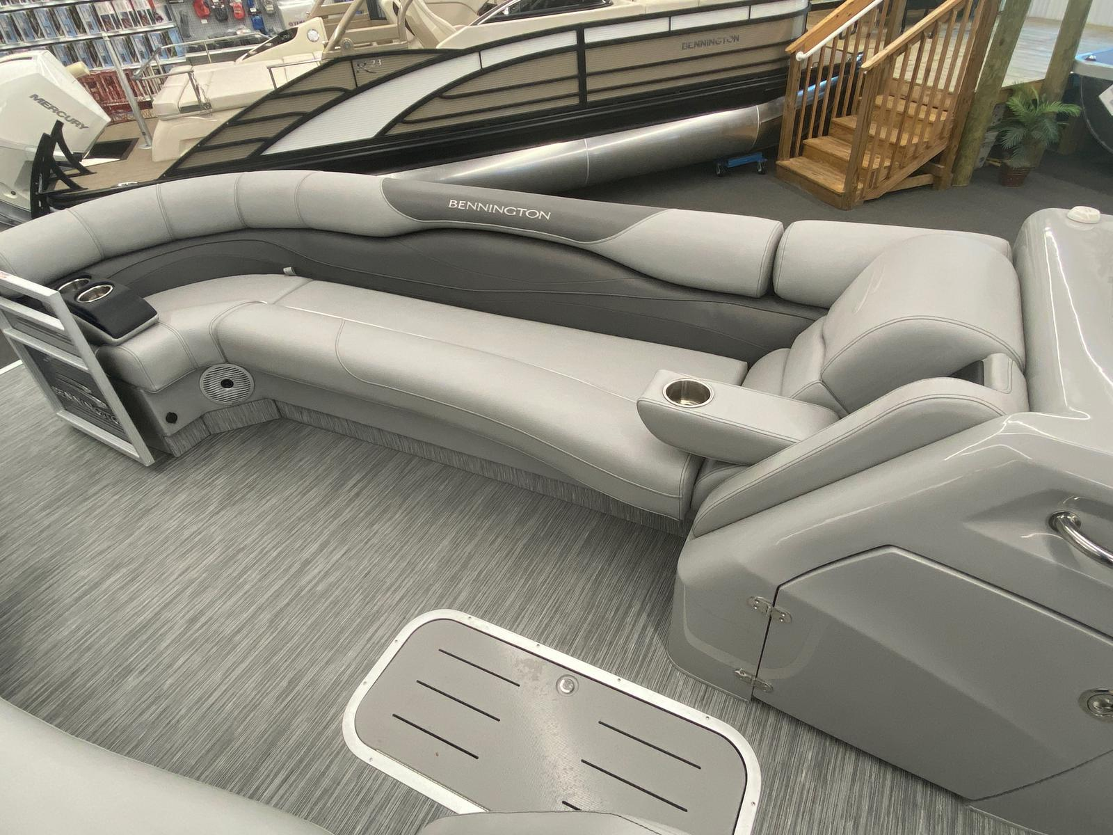 2021 Bennington boat for sale, model of the boat is 25 RL Tri-Toon ESP Performance Package & Image # 3 of 16