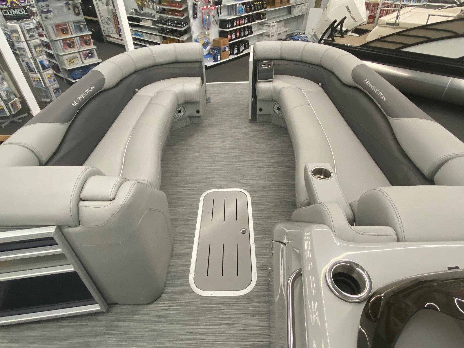 2021 Bennington boat for sale, model of the boat is 25 RL Tri-Toon ESP Performance Package & Image # 7 of 16