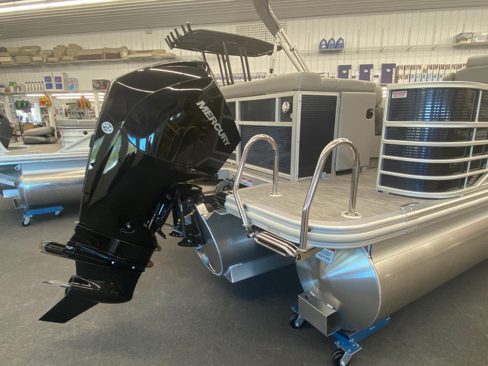 2021 Bennington boat for sale, model of the boat is 25 RL Tri-Toon ESP Performance Package & Image # 9 of 16
