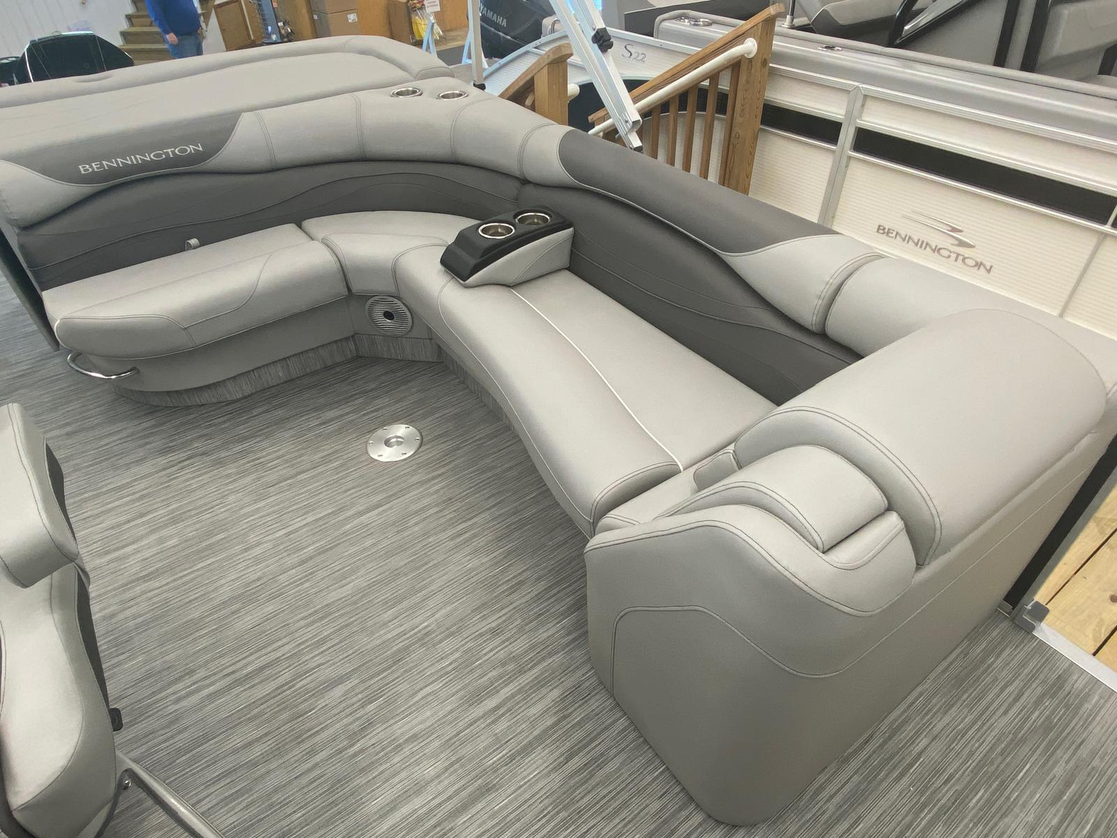 2021 Bennington boat for sale, model of the boat is 25 RL Tri-Toon ESP Performance Package & Image # 8 of 16
