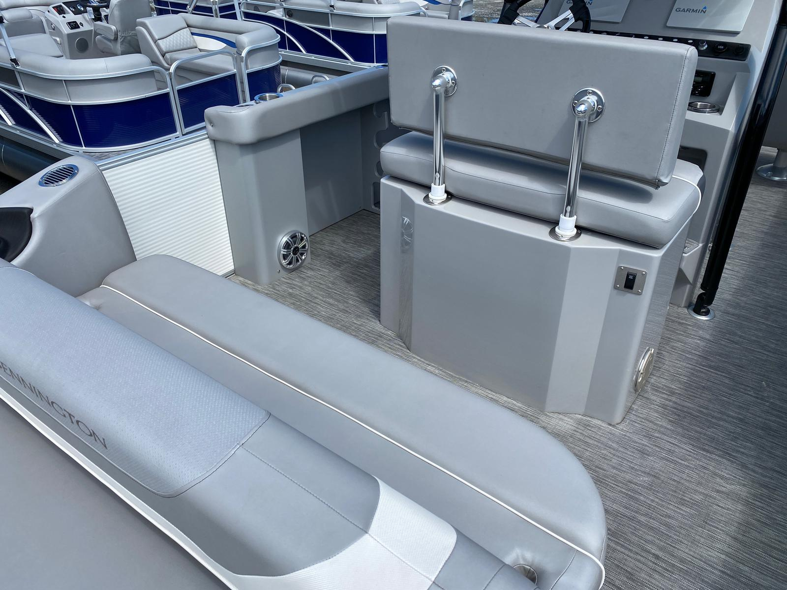 2020 Bennington boat for sale, model of the boat is 23 SCCTTX Center Console Tri-Toon ESP Performance Package & Image # 11 of 12