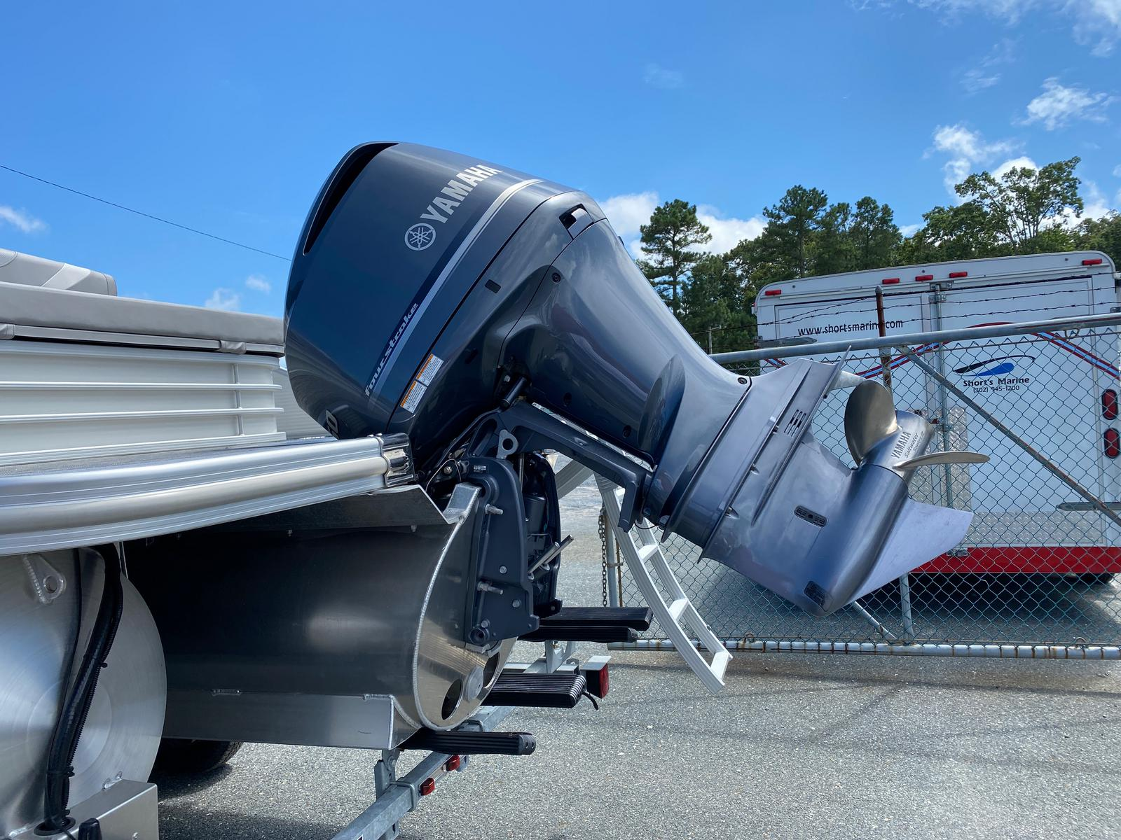 2020 Bennington boat for sale, model of the boat is 23 SCCTTX Center Console Tri-Toon ESP Performance Package & Image # 4 of 12