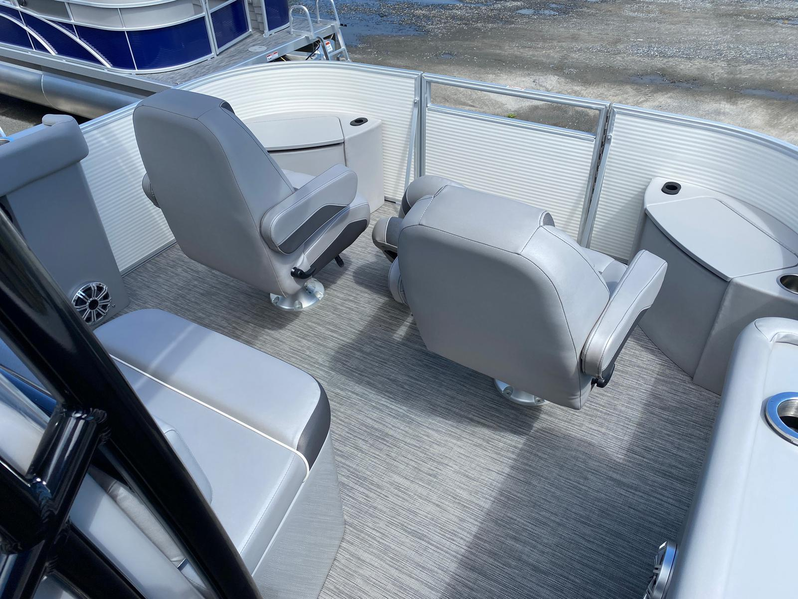 2020 Bennington boat for sale, model of the boat is 23 SCCTTX Center Console Tri-Toon ESP Performance Package & Image # 5 of 12