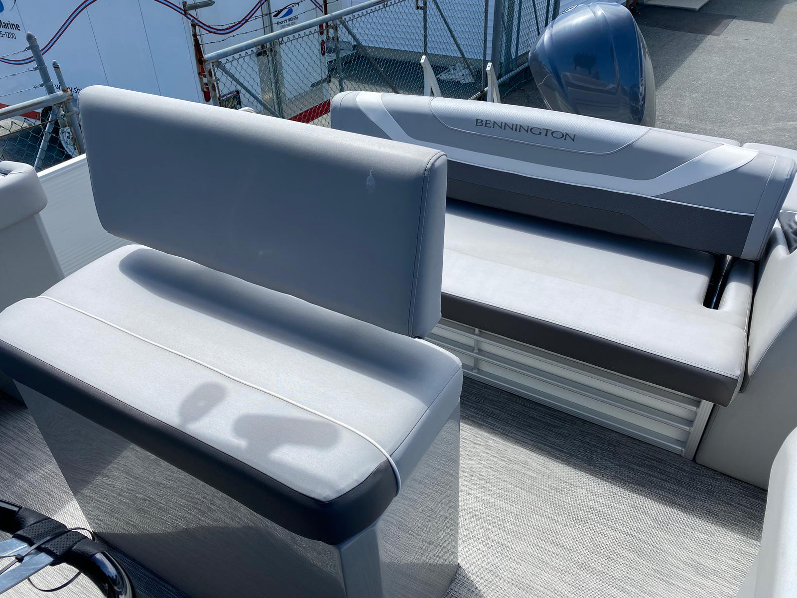 2020 Bennington boat for sale, model of the boat is 23 SCCTTX Center Console Tri-Toon ESP Performance Package & Image # 6 of 12