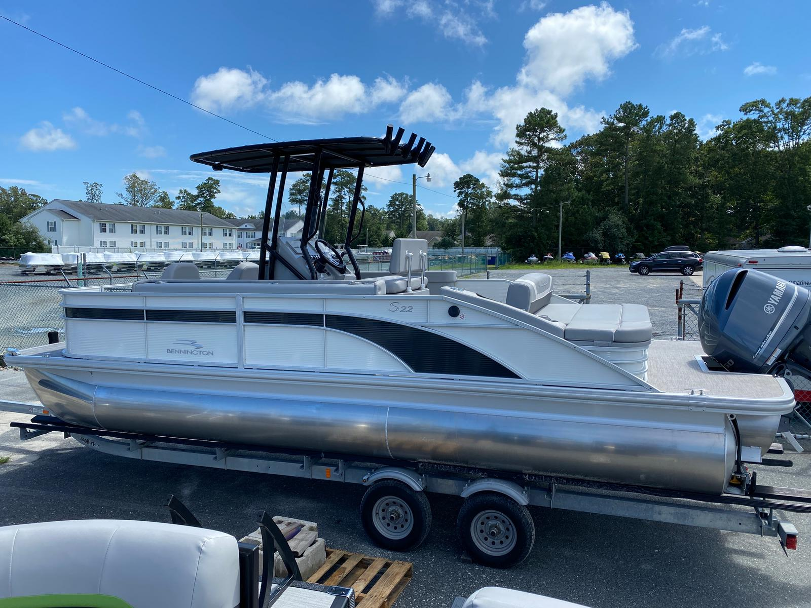 2020 Bennington boat for sale, model of the boat is 23 SCCTTX Center Console Tri-Toon ESP Performance Package & Image # 8 of 12