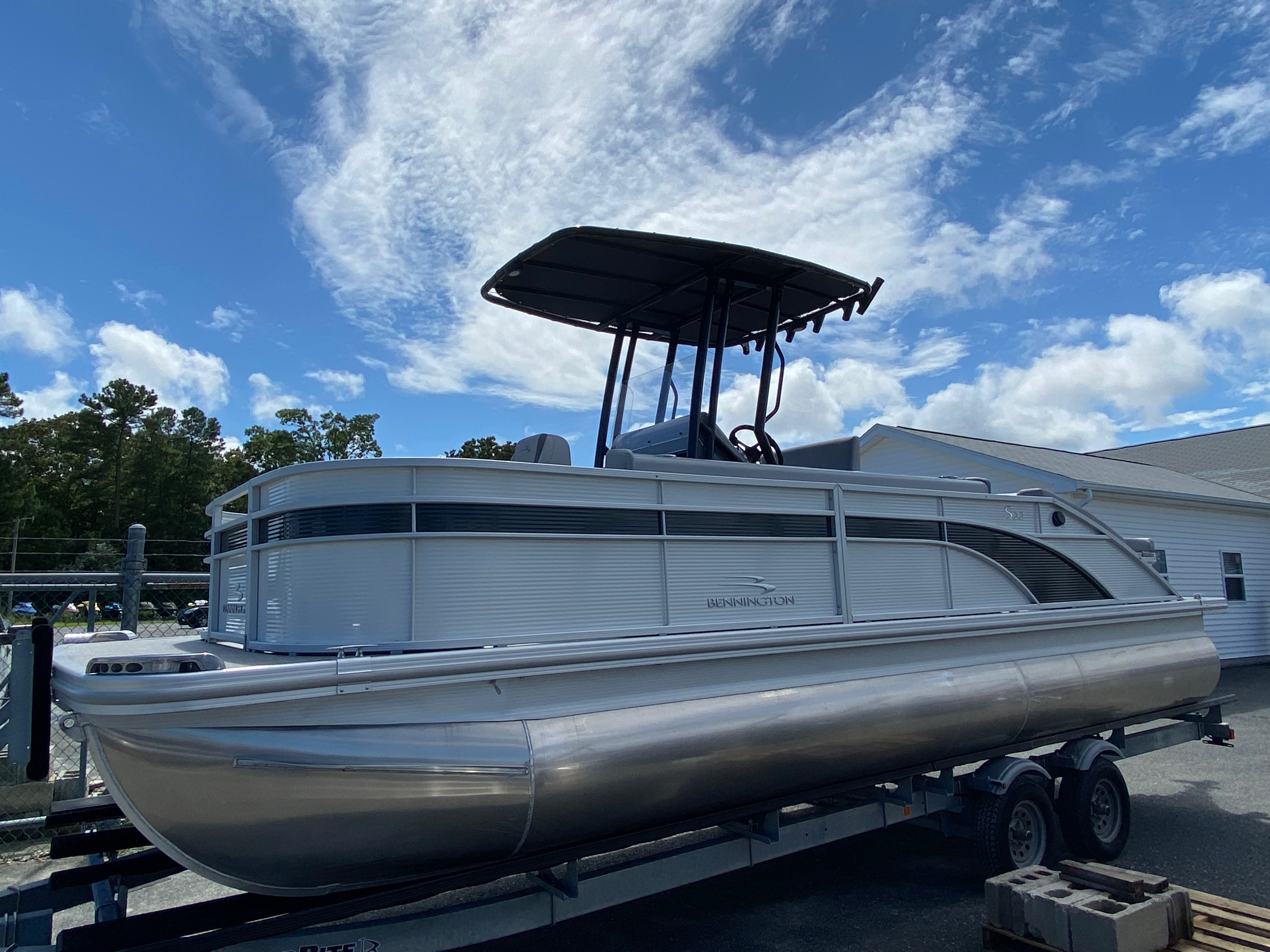 2020 Bennington boat for sale, model of the boat is 23 SCCTTX Center Console Tri-Toon ESP Performance Package & Image # 1 of 12