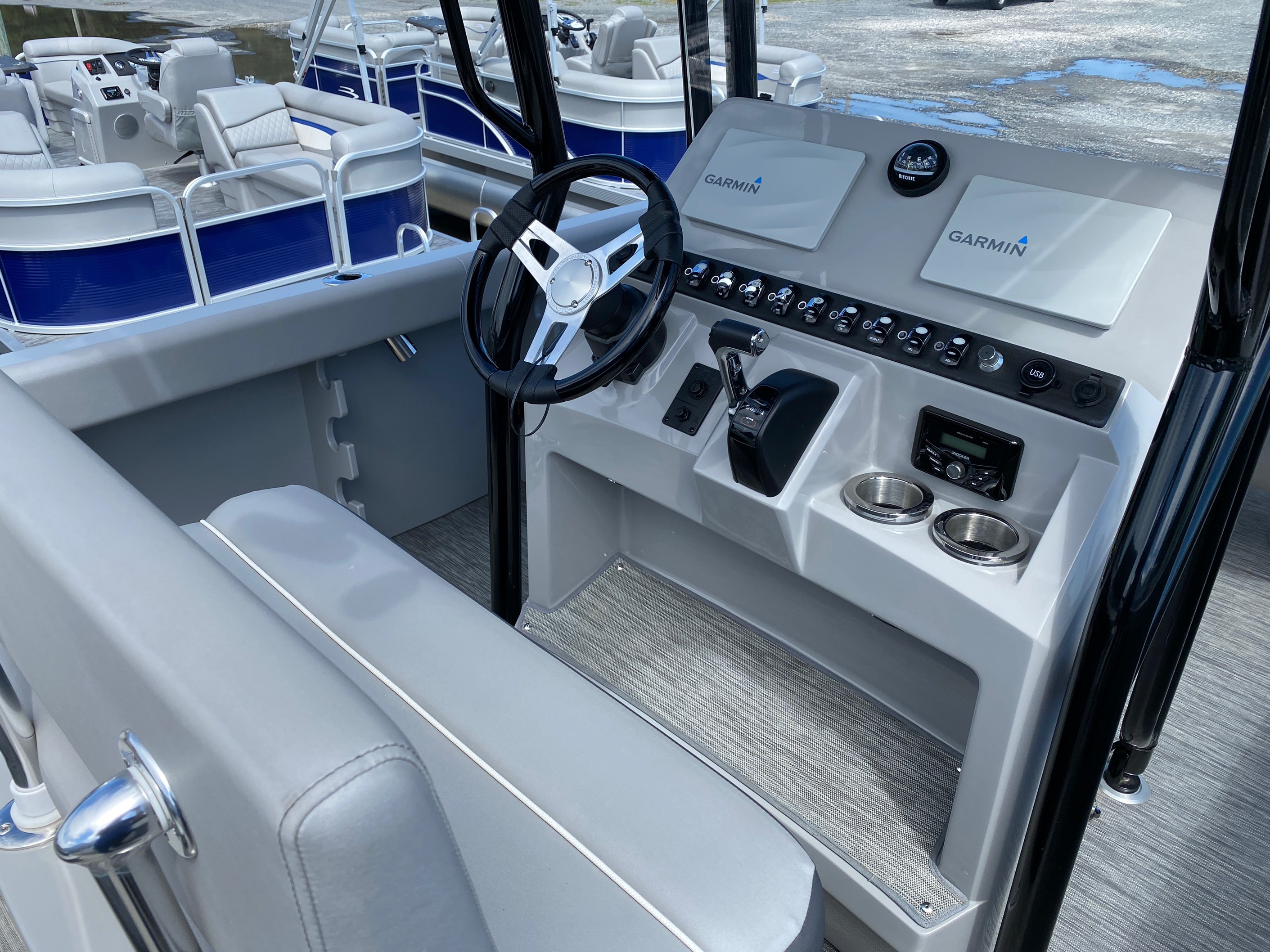 2020 Bennington boat for sale, model of the boat is 23 SCCTTX Center Console Tri-Toon ESP Performance Package & Image # 3 of 12