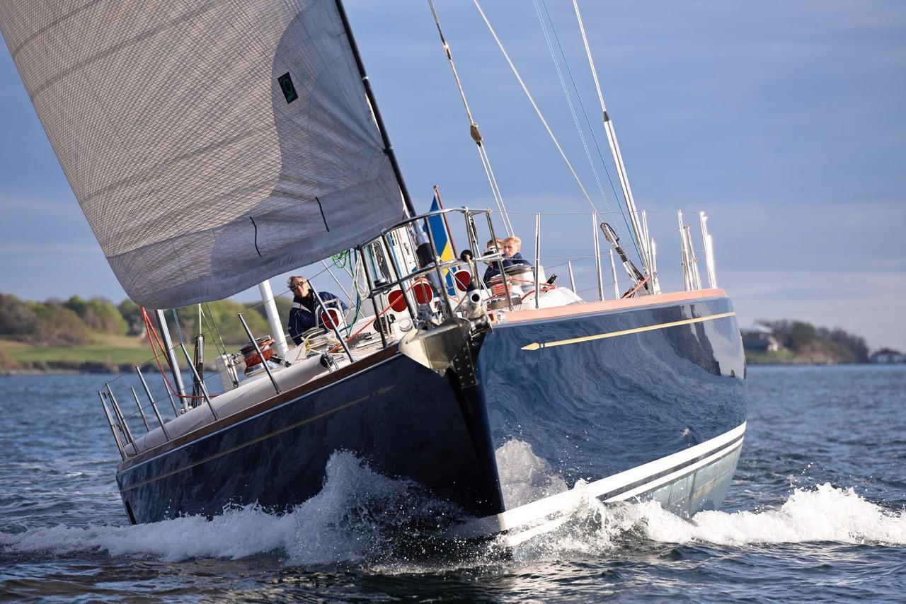 Bow under sail