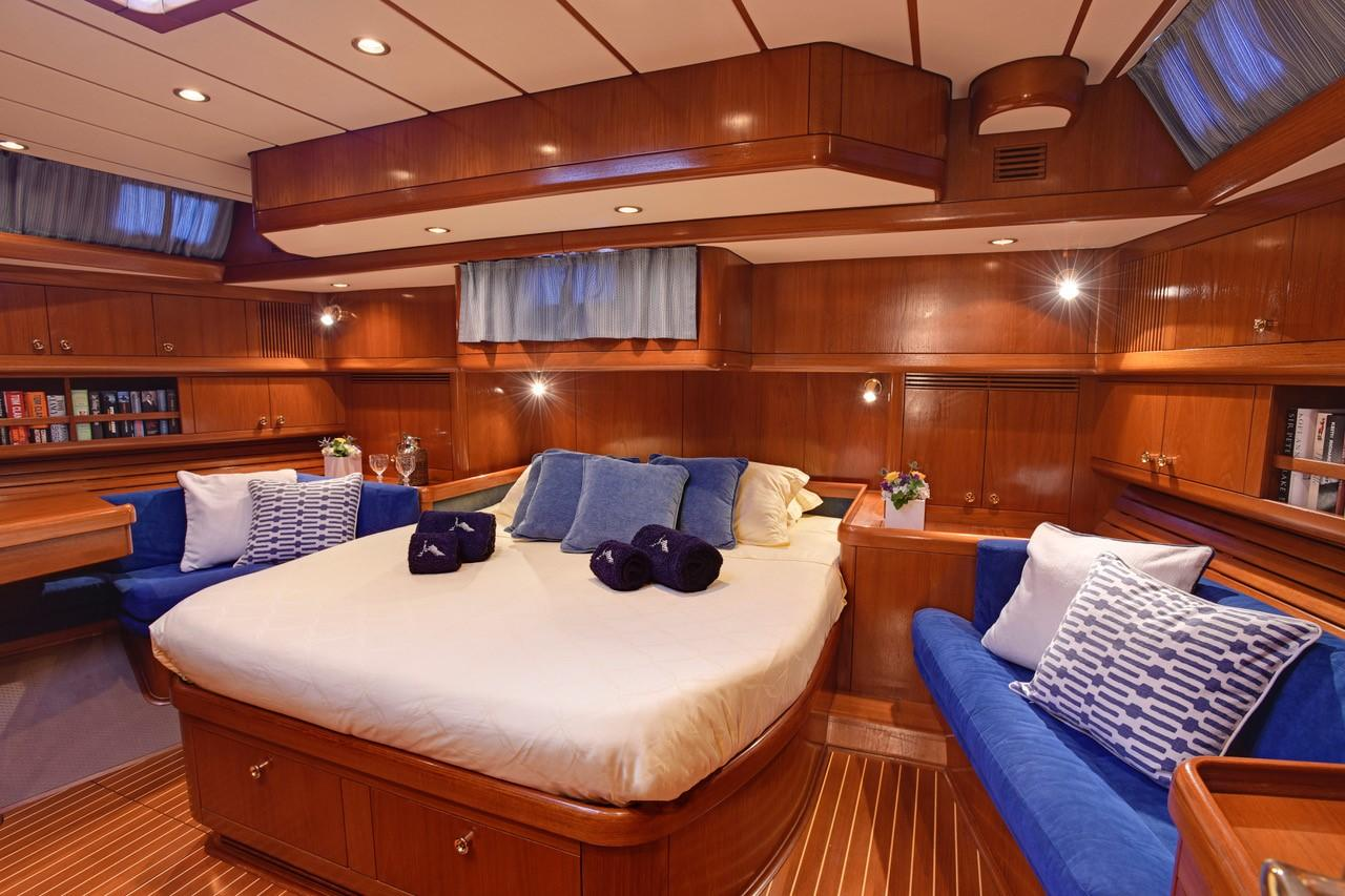 Master cabin aft from port