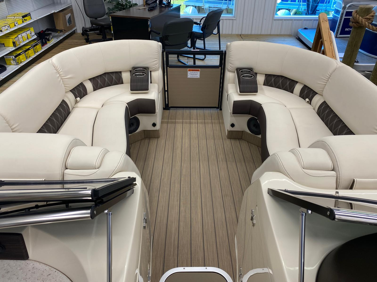 2021 Bennington boat for sale, model of the boat is 23 RSBWA WSHLD DLX Fold Open SP Arch Tri-Toon ESP Package & Image # 10 of 25