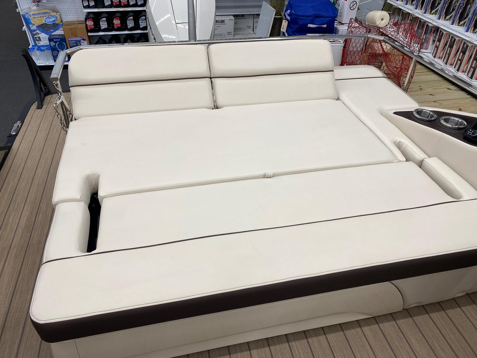 2021 Bennington boat for sale, model of the boat is 23 RSBWA WSHLD DLX Fold Open SP Arch Tri-Toon ESP Package & Image # 15 of 25