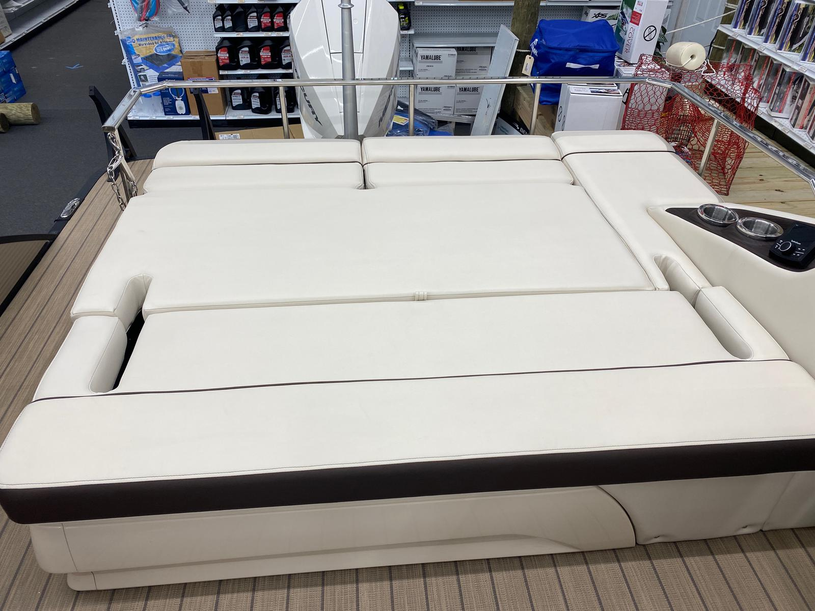 2021 Bennington boat for sale, model of the boat is 23 RSBWA WSHLD DLX Fold Open SP Arch Tri-Toon ESP Package & Image # 16 of 25