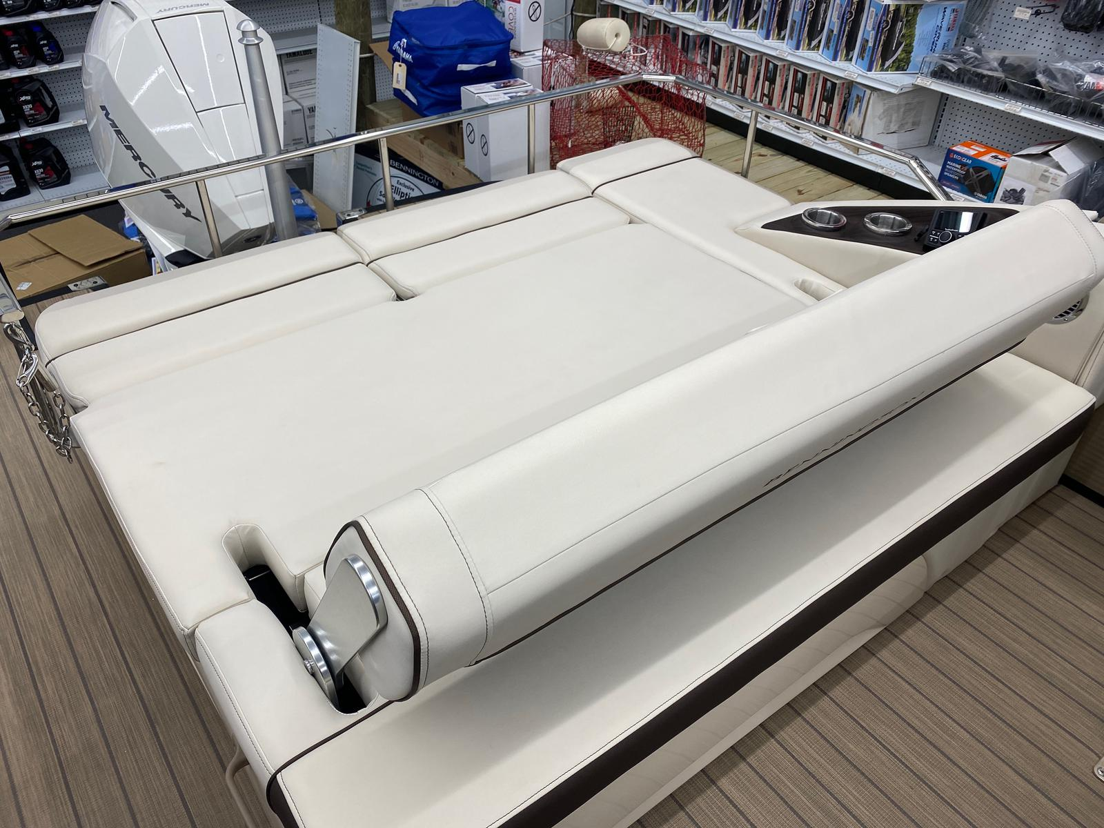 2021 Bennington boat for sale, model of the boat is 23 RSBWA WSHLD DLX Fold Open SP Arch Tri-Toon ESP Package & Image # 20 of 25