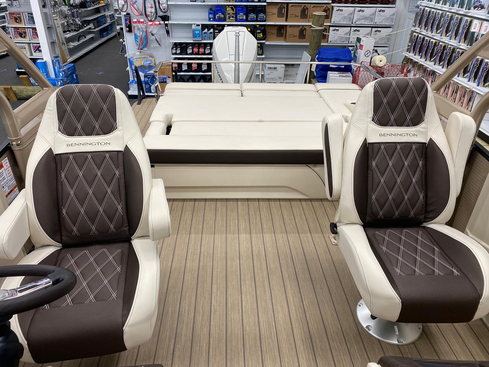 2021 Bennington boat for sale, model of the boat is 23 RSBWA WSHLD DLX Fold Open SP Arch Tri-Toon ESP Package & Image # 4 of 25