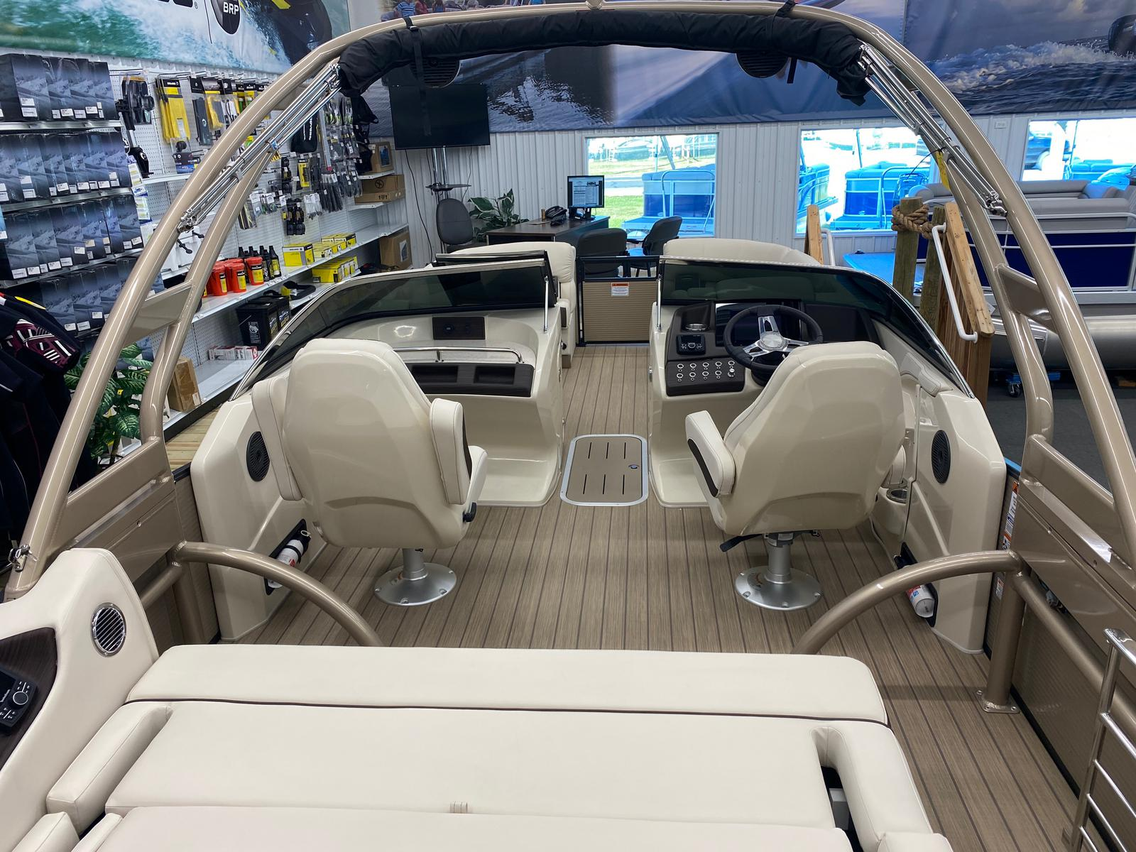 2021 Bennington boat for sale, model of the boat is 23 RSBWA WSHLD DLX Fold Open SP Arch Tri-Toon ESP Package & Image # 7 of 25