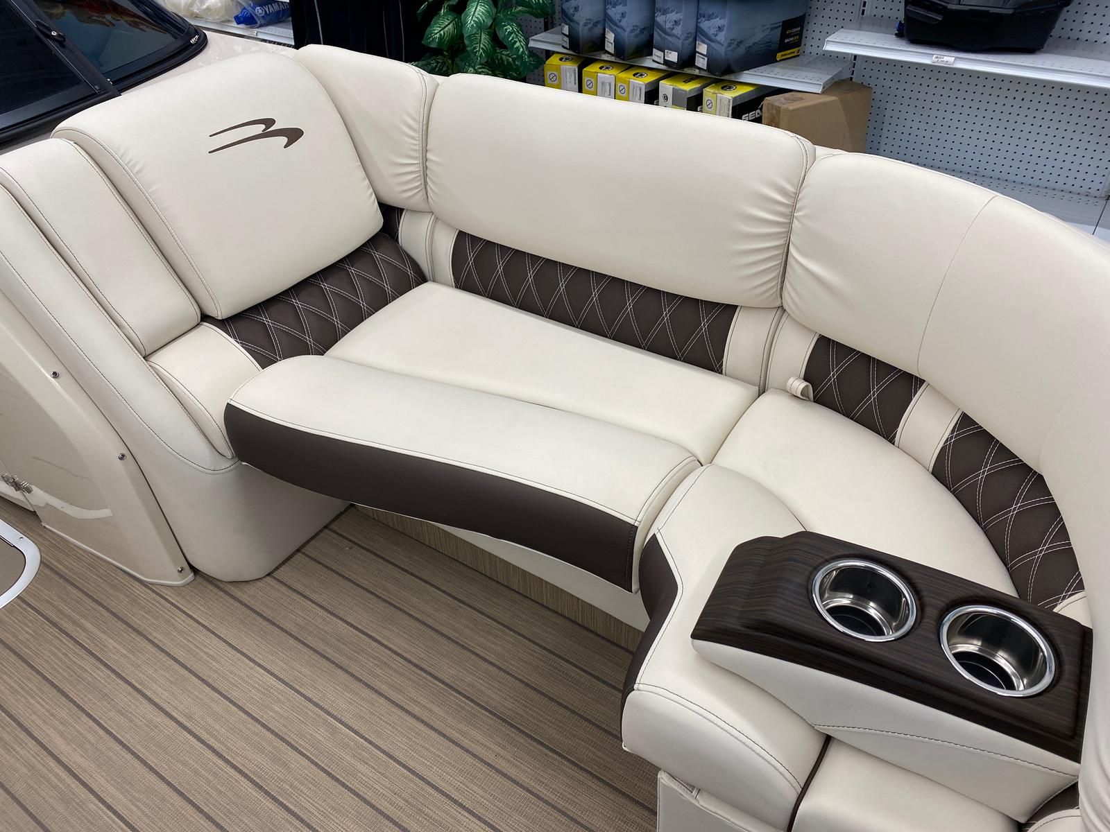 2021 Bennington boat for sale, model of the boat is 23 RSBWA WSHLD DLX Fold Open SP Arch Tri-Toon ESP Package & Image # 9 of 25