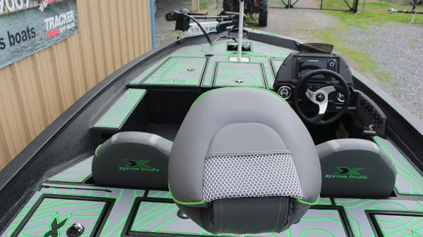 2021 Xpress boat for sale, model of the boat is X18 Pro & Image # 7 of 11