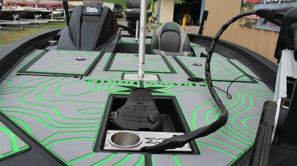 2021 Xpress boat for sale, model of the boat is X18 Pro & Image # 9 of 11