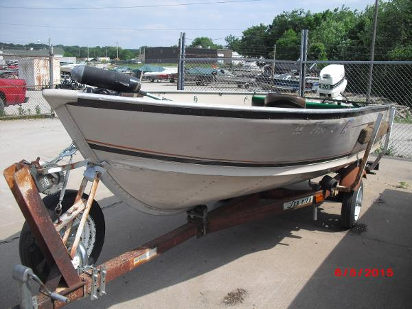 1986 Alumacraft boat for sale, model of the boat is 14' V & Image # 1 of 12
