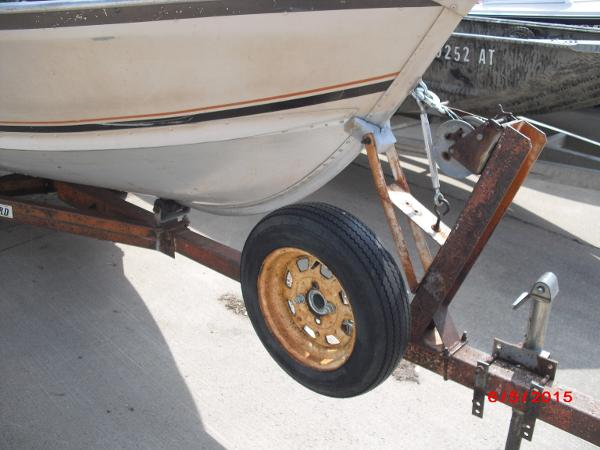 1986 Alumacraft boat for sale, model of the boat is 14' V & Image # 5 of 12