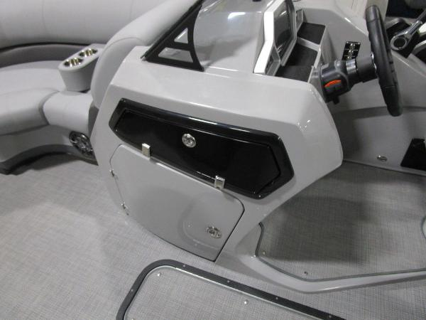 2021 Manitou boat for sale, model of the boat is RF 23 Oasis VP II & Image # 13 of 42