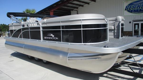 2021 Bennington boat for sale, model of the boat is 22 SVSR & Image # 1 of 47