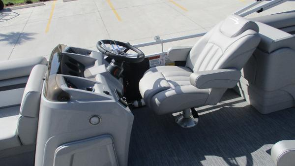 2021 Bennington boat for sale, model of the boat is 22 SVSR & Image # 15 of 47