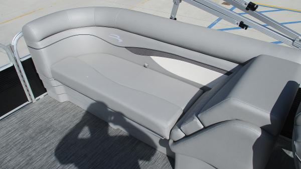 2021 Bennington boat for sale, model of the boat is 22 SVSR & Image # 16 of 47