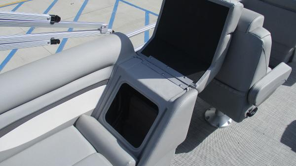 2021 Bennington boat for sale, model of the boat is 22 SVSR & Image # 25 of 47