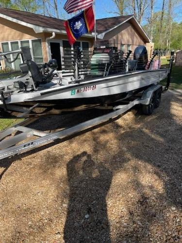 2020 Xpress boat for sale, model of the boat is H22B & Image # 4 of 15