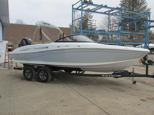 2021 Tahoe boat for sale, model of the boat is 210 S & Image # 2 of 44