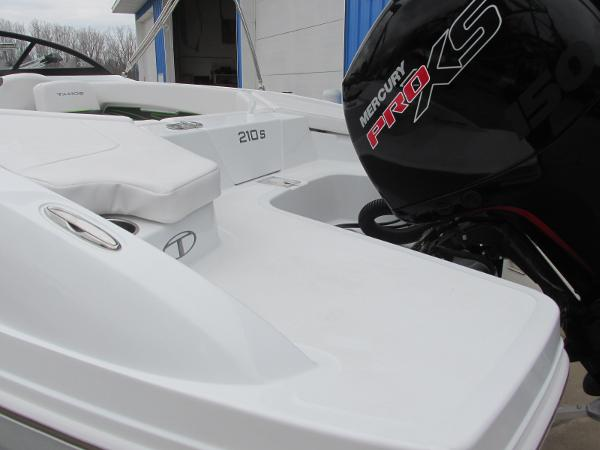 2021 Tahoe boat for sale, model of the boat is 210 S & Image # 6 of 44