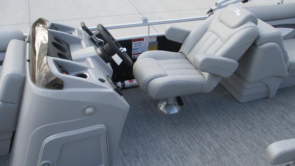 2021 Bennington boat for sale, model of the boat is 22 SVSR & Image # 15 of 48