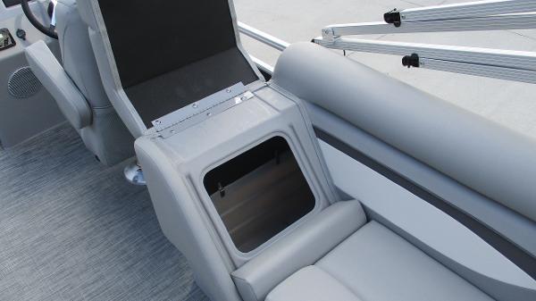 2021 Bennington boat for sale, model of the boat is 22 SVSR & Image # 23 of 48