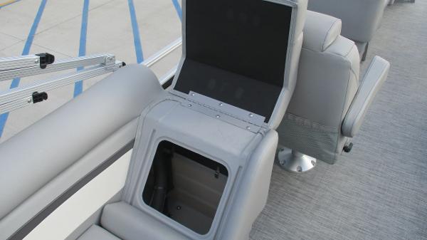 2021 Bennington boat for sale, model of the boat is 22 SVSR & Image # 28 of 48
