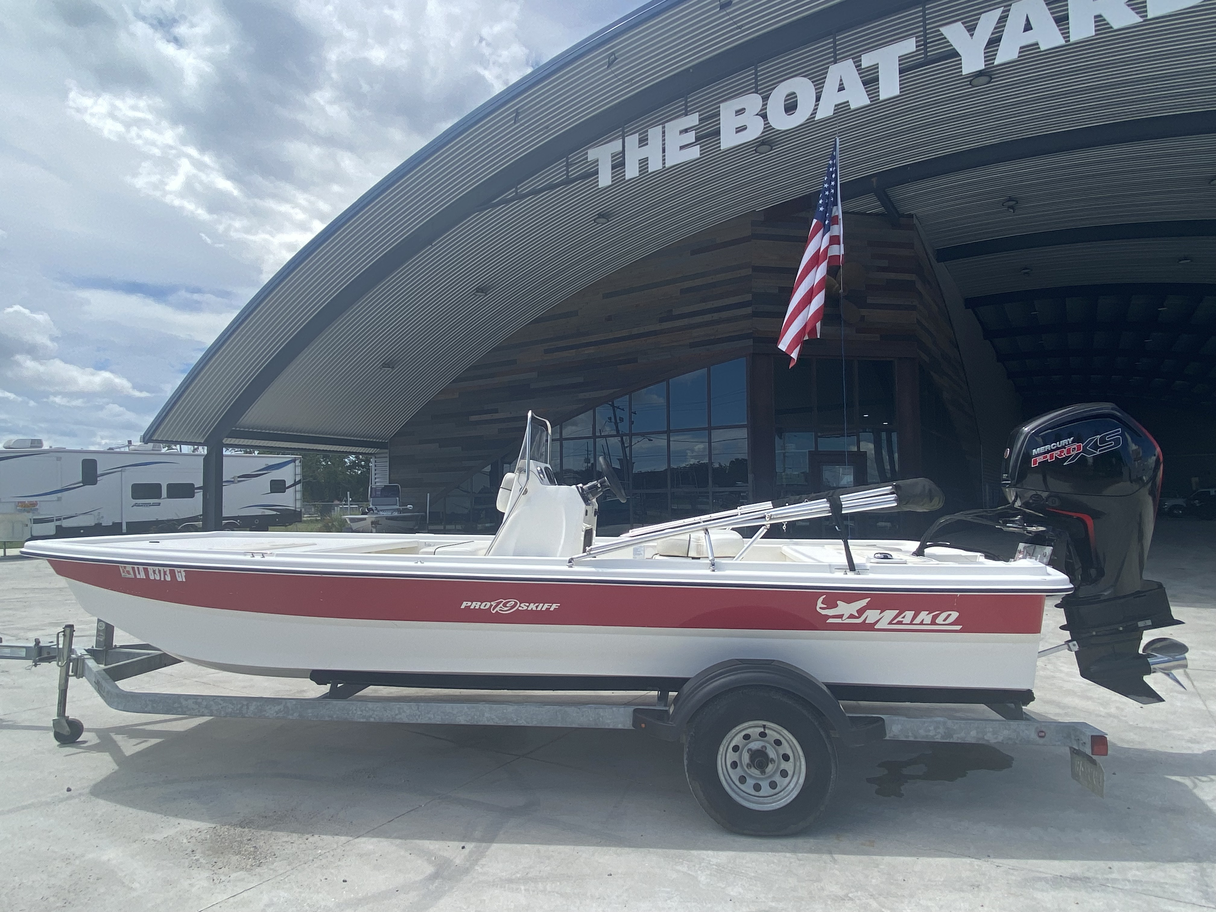 2017 Mako boat for sale, model of the boat is Pro Skiff 19 CC & Image # 3 of 13