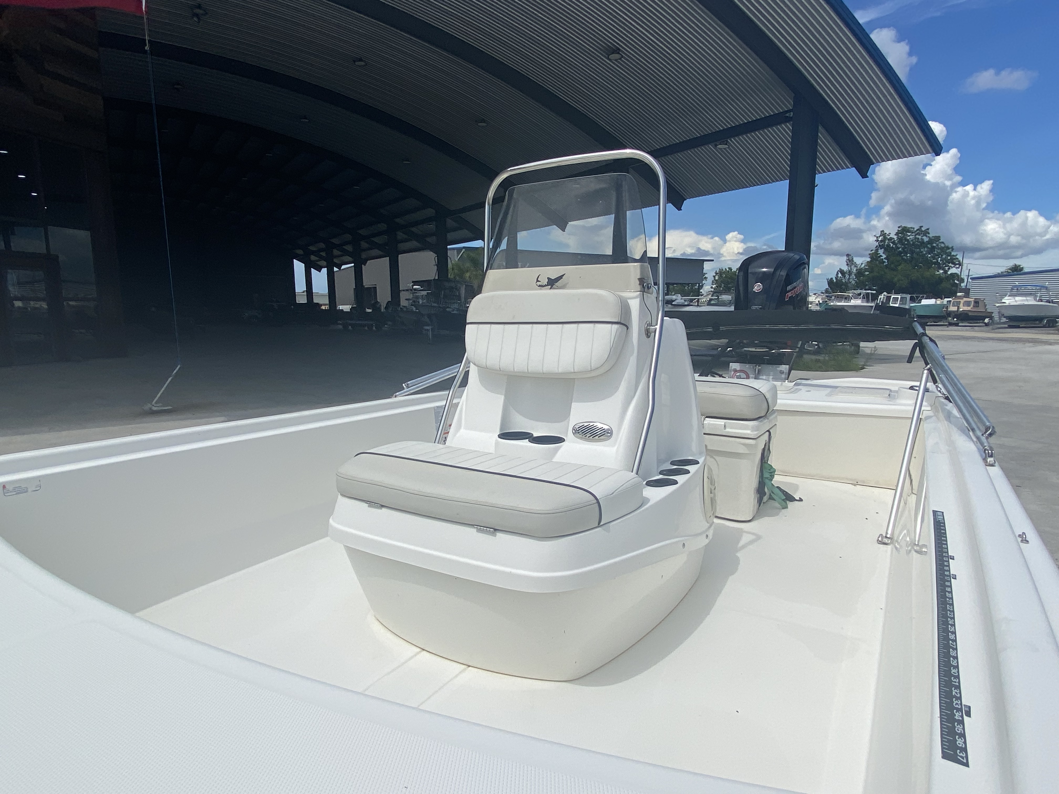 2017 Mako boat for sale, model of the boat is Pro Skiff 19 CC & Image # 4 of 13