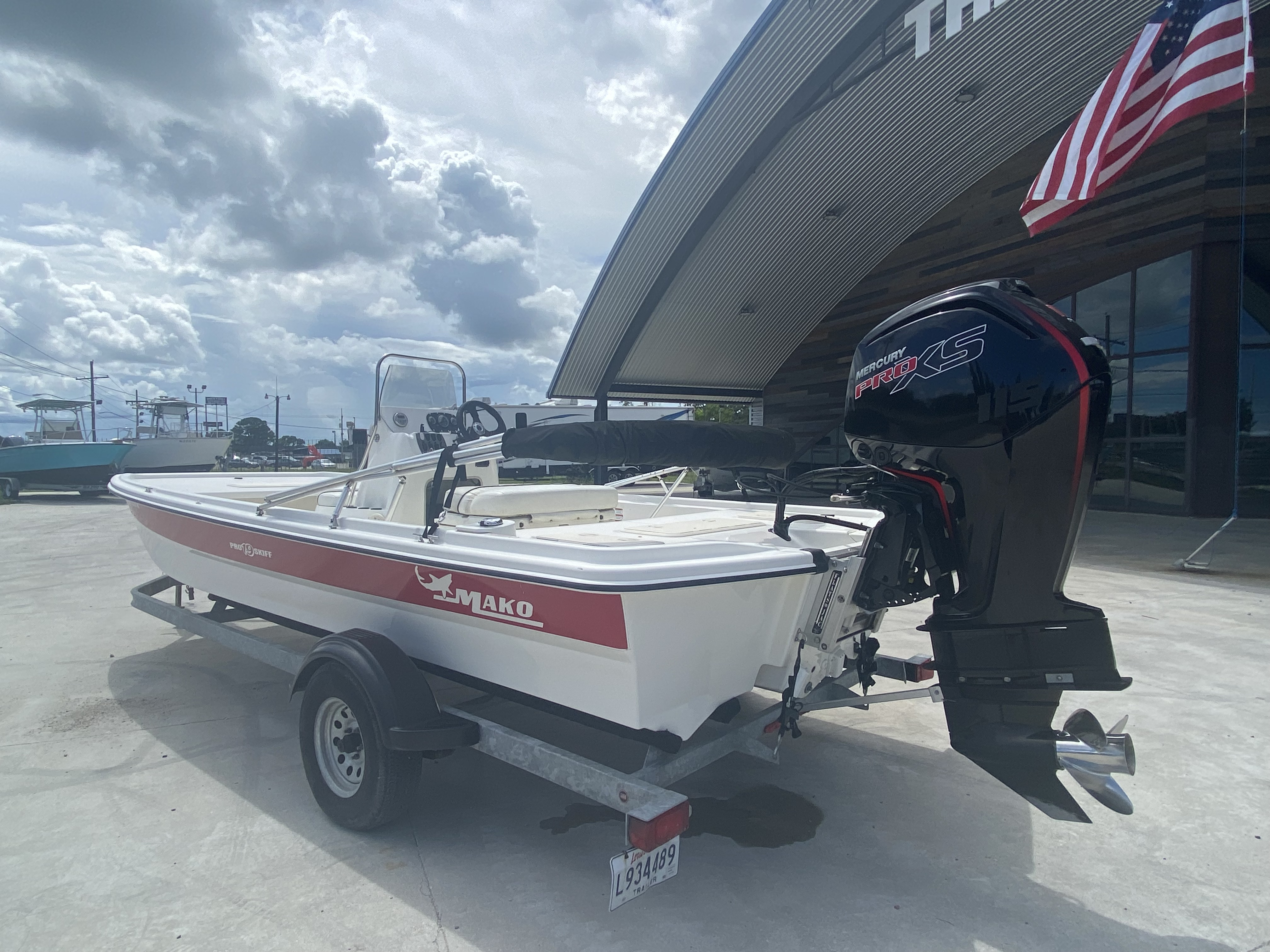 2017 Mako boat for sale, model of the boat is Pro Skiff 19 CC & Image # 12 of 13