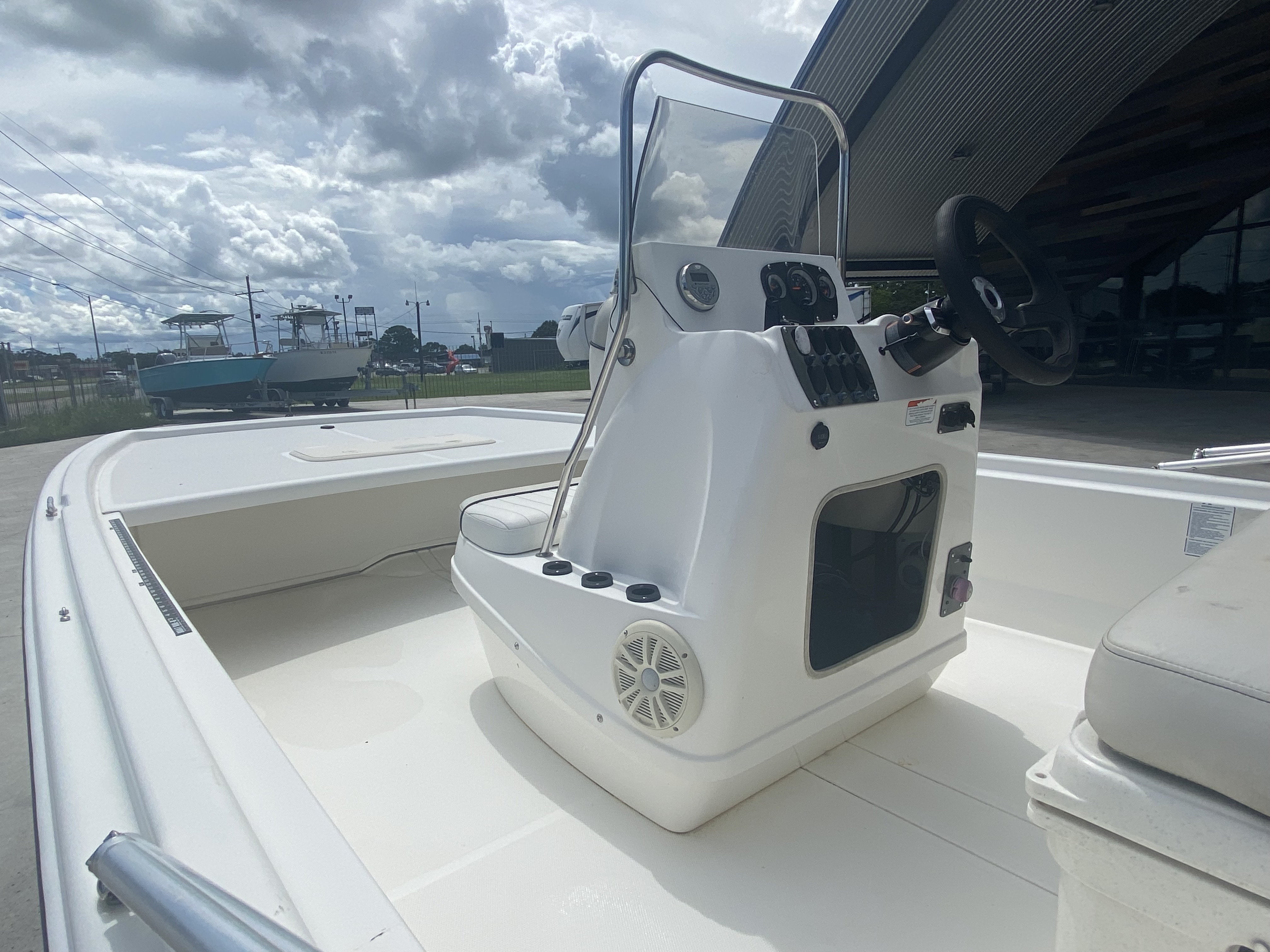 2017 Mako boat for sale, model of the boat is Pro Skiff 19 CC & Image # 10 of 13