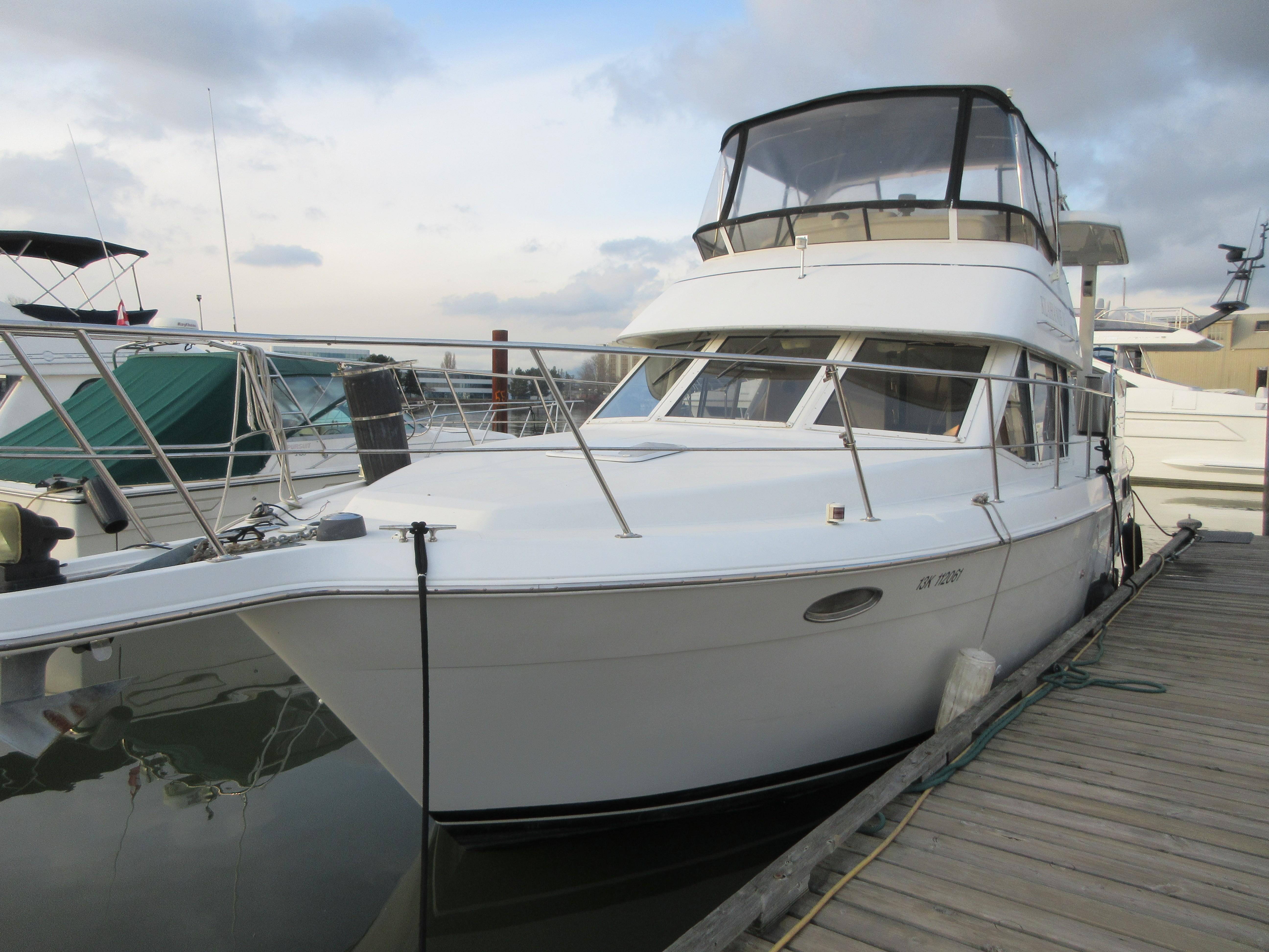 1997 Carver 40 Motor Yacht