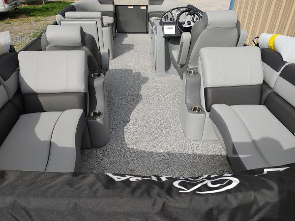 2021 Veranda boat for sale, model of the boat is VR22RC Package Tri-Toon & Image # 8 of 30